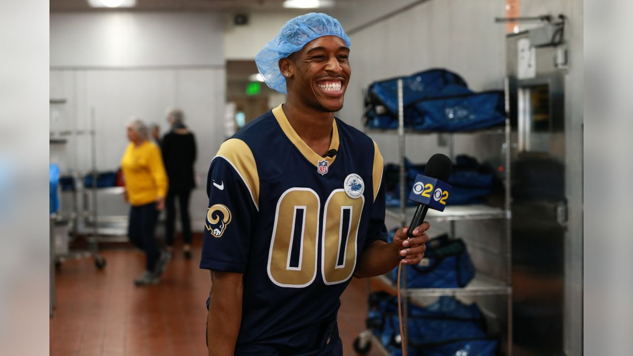 St. Vincent Church provides Meals on Wheels assistance and the Los Angeles Rams Community Service team joins the cause with volunteers, cheerleaders to prepare outgoing food and snack packages for delivery. Tuesday, December 18, 2018, Los Angeles, CA. (Will Navarro/Rams)