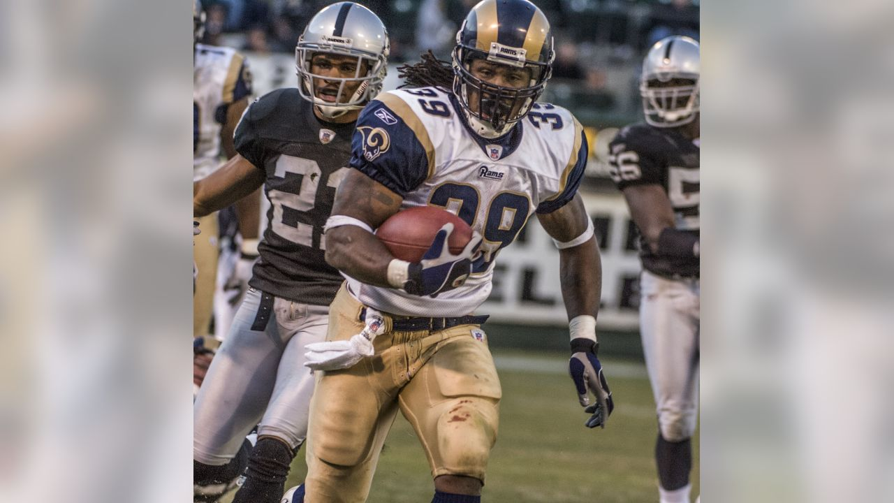 St. Louis Rams running back Steven Jackson (39) on Sunday, December 17, 2006, in Oakland, California. The Rams defeated the Raiders 20-0.  (AP Photo/Al Golub)