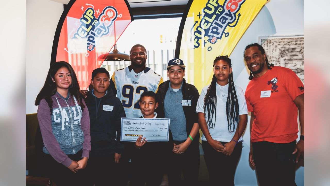 The Los Angeles Rams defensive tackle Tangle Smart (92) assists in partnering with four Los Angeles Unified middle schools and the NFL's Play 60 initiative to make local schools healthier in Los Angeles, Calif on October 22nd, 2018 (Hiro Ueno/Rams).