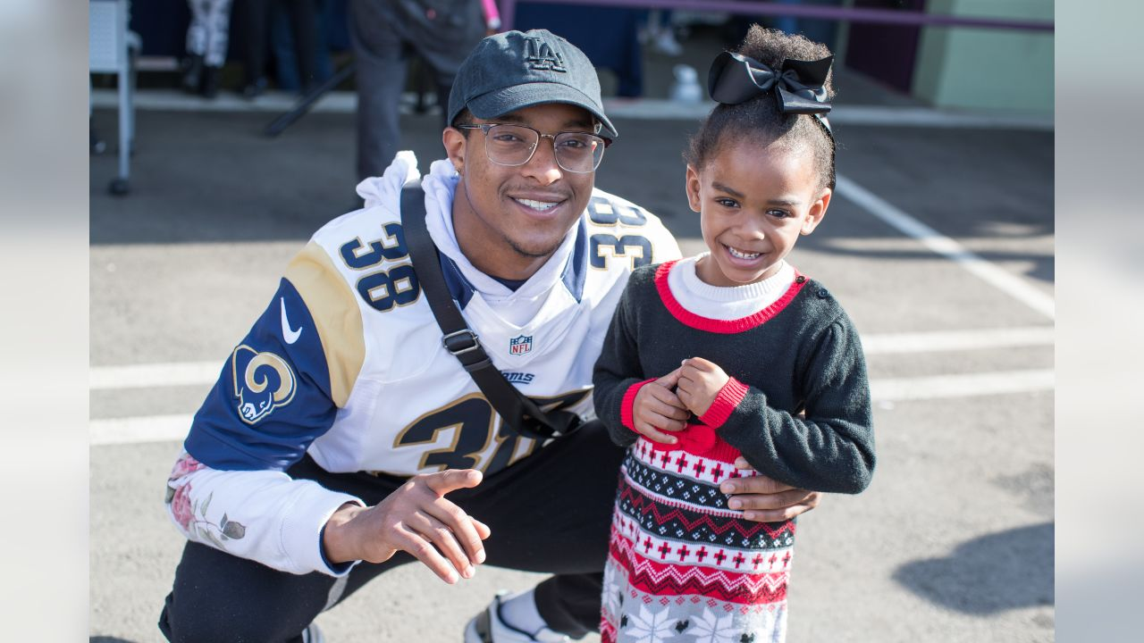 Defensive back (38) Steven Parker of the Los Angeles Rams with Unify gives away meals and turkeys at the Holiday Meal and Turkey Distribution at St. Joseph's Center, Tuesday, December 18, 2018, in Los Angeles, CA. (Jeff Lewis/Rams)