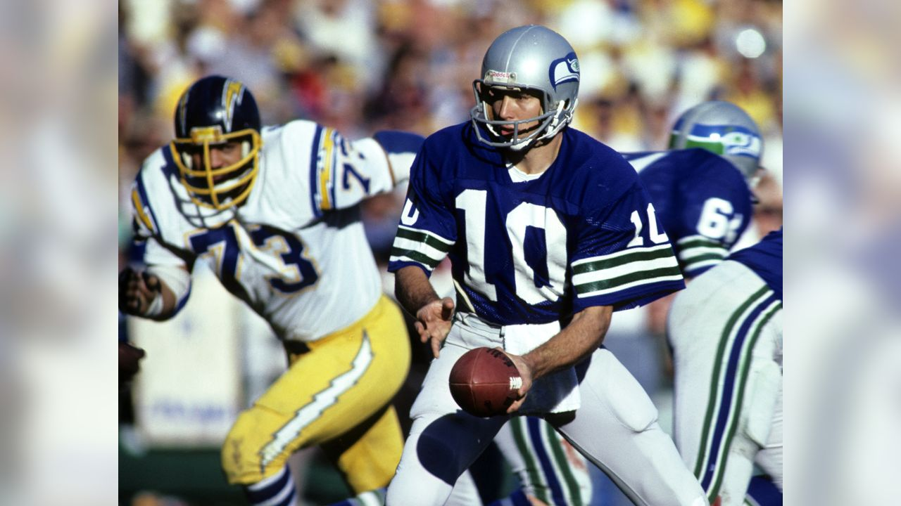 Seattle Seahawks quarterback Jim Zorn (10) prepares to hand off against the San Diego Chargers on December 13, 1980 at San Diego Stadium in San Diego, California. (AP Photo / Al Messerschmidt)