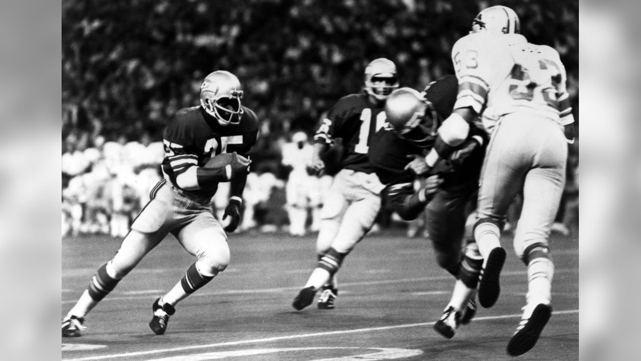 Seattle Seahawks running back David Sims (35) runs upfield during an NFL game against the Detroit Lions in Seattle, Wash., Sept. 24, 1978. The Seahawks defeated the Lions 28-16. (AP Photo/NFL Photos)