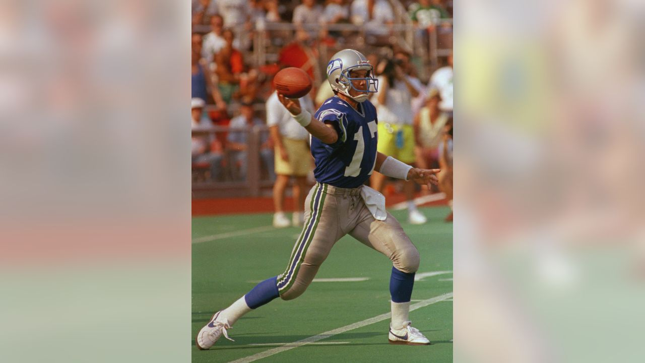 Seahawks quarterback Dave Krieg gets off a pass during loss to the Eagles in Philadelphia, Sept. 10, 1989. (AP Photo)
