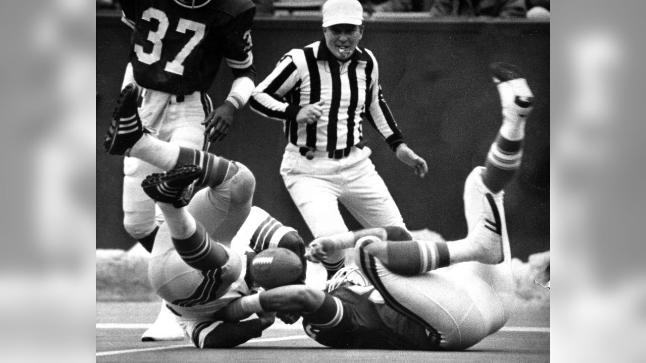 Seattle Seahawks' John Sawyer, left, and Kansas City Chiefs' Jimbo Elrod, right, roll after the ball fumbled by Sawyer during the first quarter of their game at Arrowhead Stadium in Kansas City, Mo., Dec. 11, 1977. (AP Photo/John Filo)
