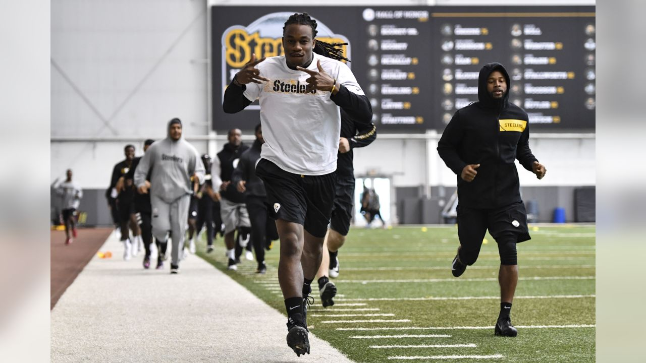 Pittsburgh Steelers condition their bodies for the 2019 season at the UPMC Rooney Sports Complex during the offseason.