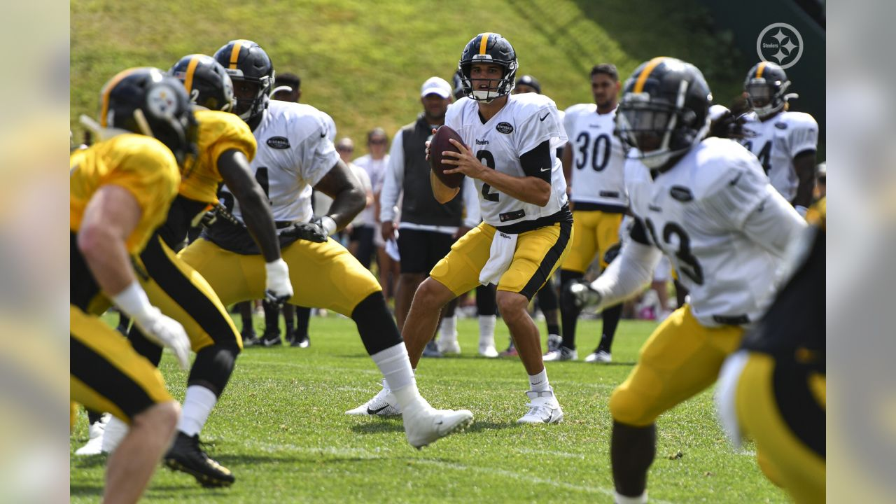 Pittsburgh Steelers players practice at Saint Vincent College during the 2019 Steelers Training Camp.