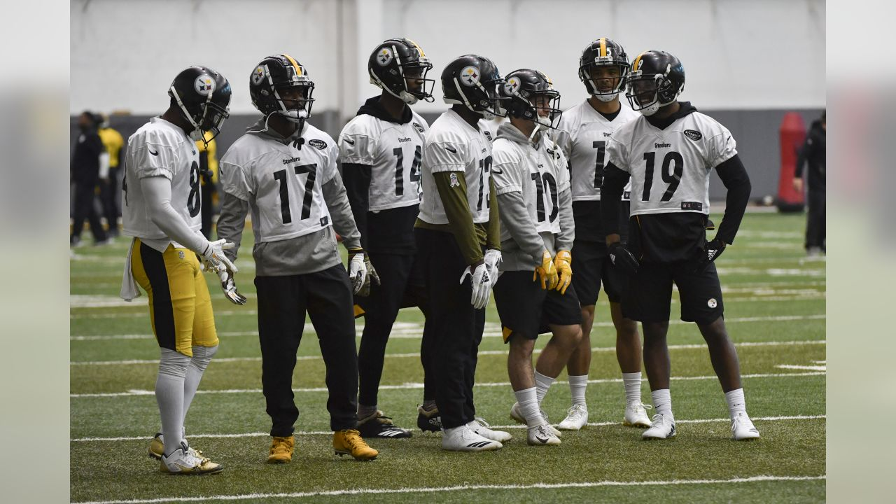 The Pittsburgh Steelers practice at UPMC Rooney Sports Complex.