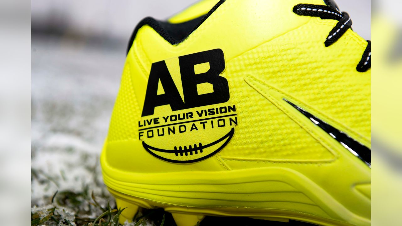 No. 84 WR Antonio Brown supporting the Live Your Vision Foundation