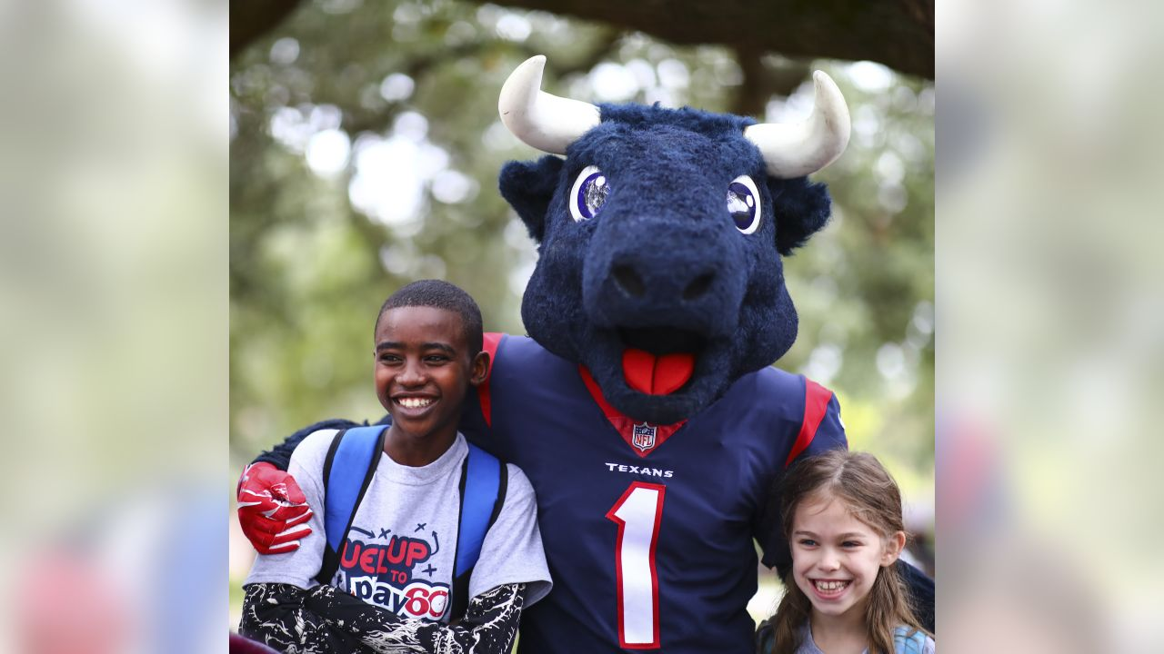 """An image from the Dec. 7, 2018 Fuel Up to Play 60 """"Breakfast in the Classroom"""" event at Sutton Elementary in Houston, TX."""