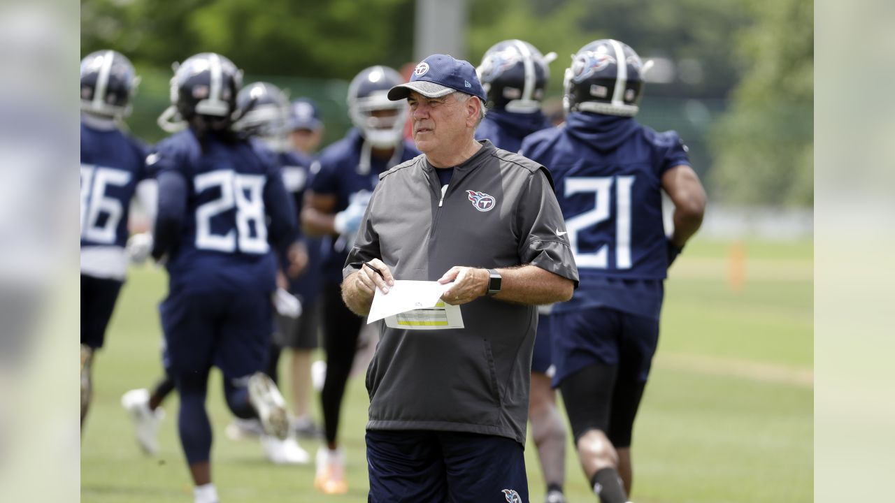 Tennessee Titans defensive coordinator Dean Pees watches players warm up during an organized team activity at the Titans' NFL football training facility Wednesday, May 30, 2018, in Nashville, Tenn. (AP Photo/Mark Humphrey)