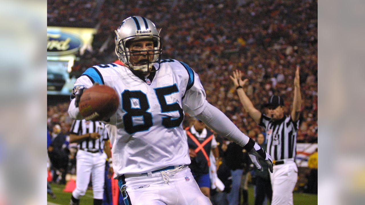 Carolina Panthers tight end Wesley Walls scores a touchdown on a pass from quarterback Chris Weinke in the second quarter against the San Francisco 49ers at 3COM Park in San Francisco, Sunday, Oct. 7, 2001. (AP Photo/John Todd)