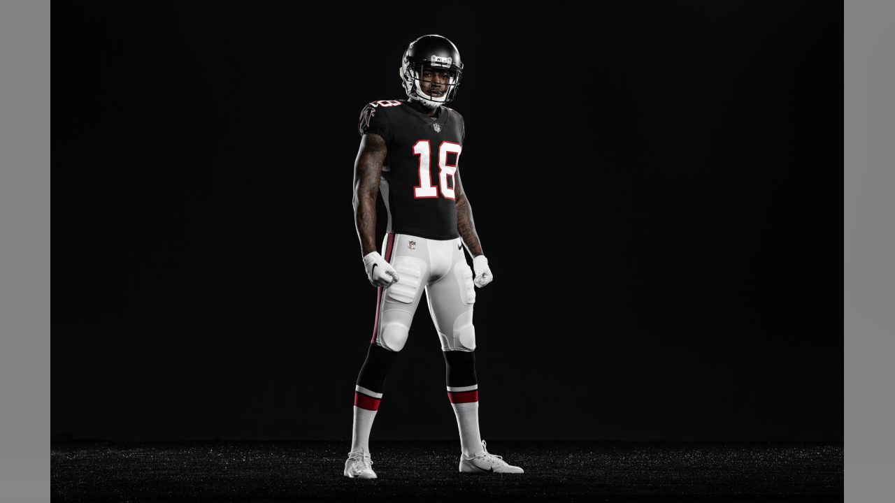 Atlanta Falcons go back to black, unveil new uniforms