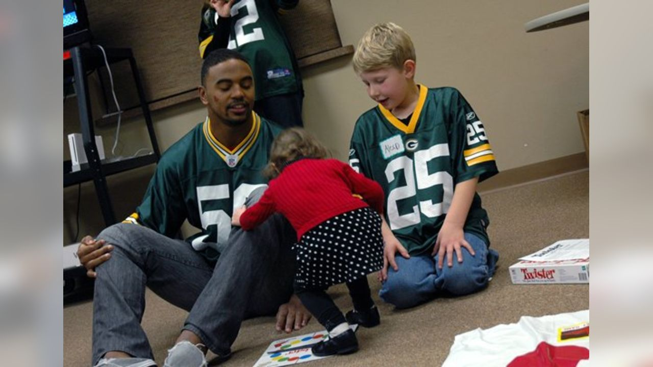 Packers players visit families of children with cancer