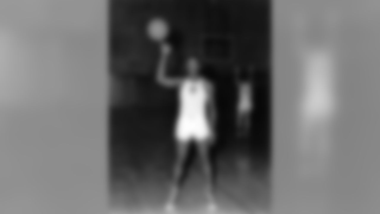 R.C. Owens was a basketball star at the College of Idaho