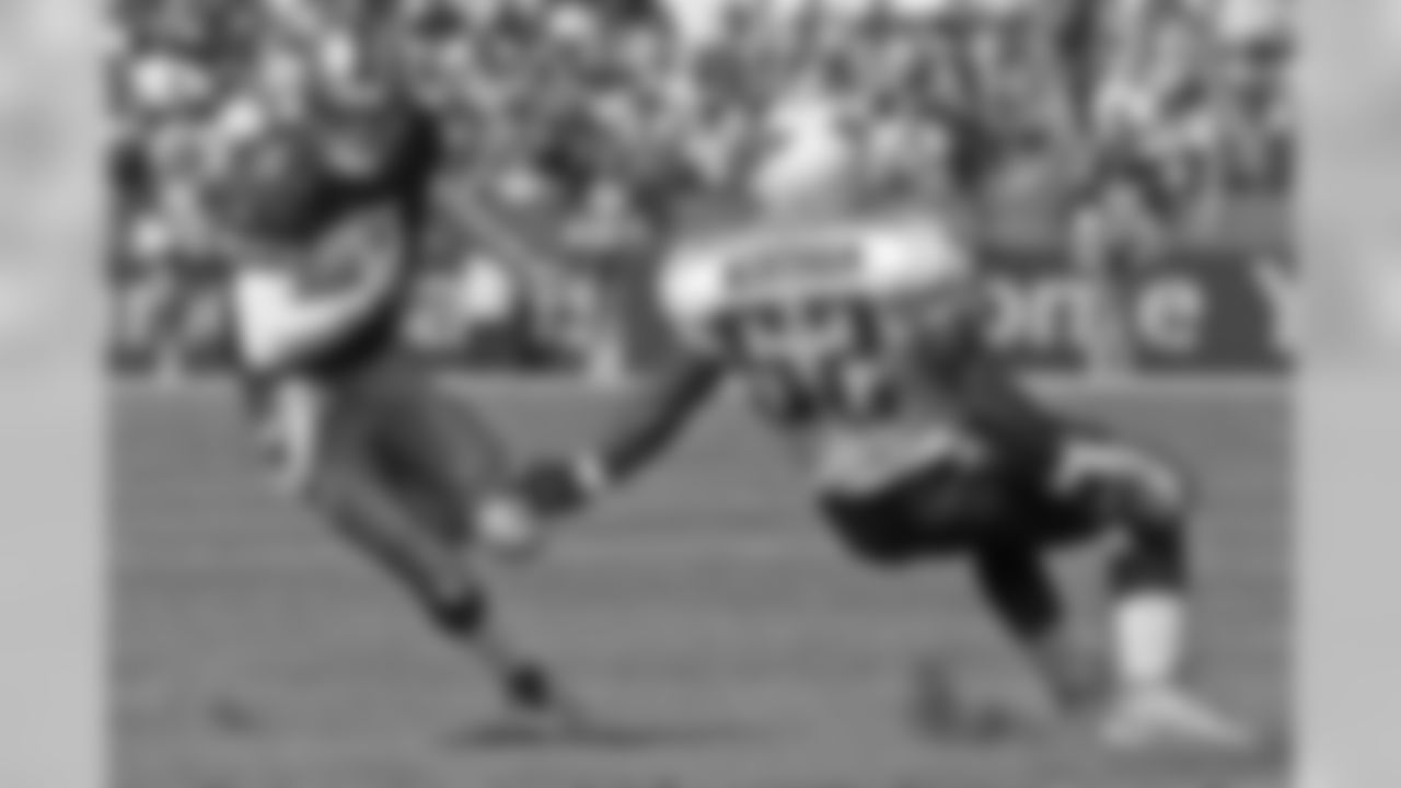 Oct. 3, 1999 -- Jeff Garcia runs from linebacker Barron Wortham during the 49ers 24-22 win.