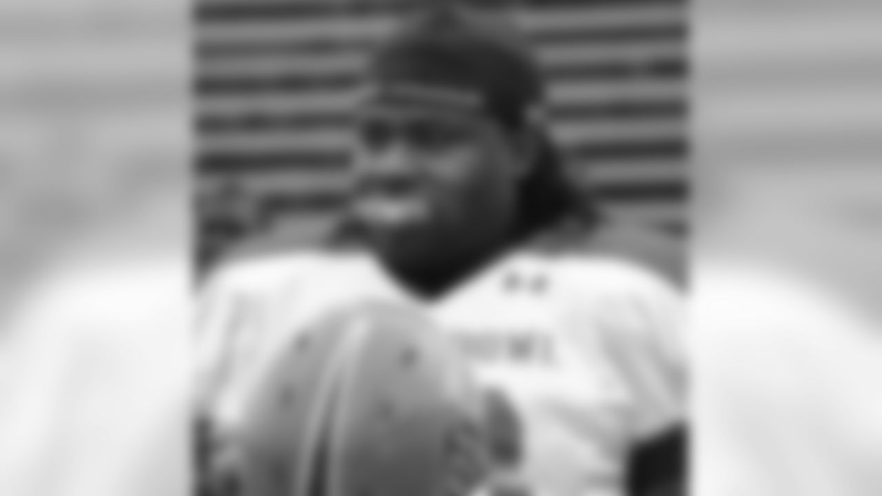 UTEP offensive lineman Oniel Cousins