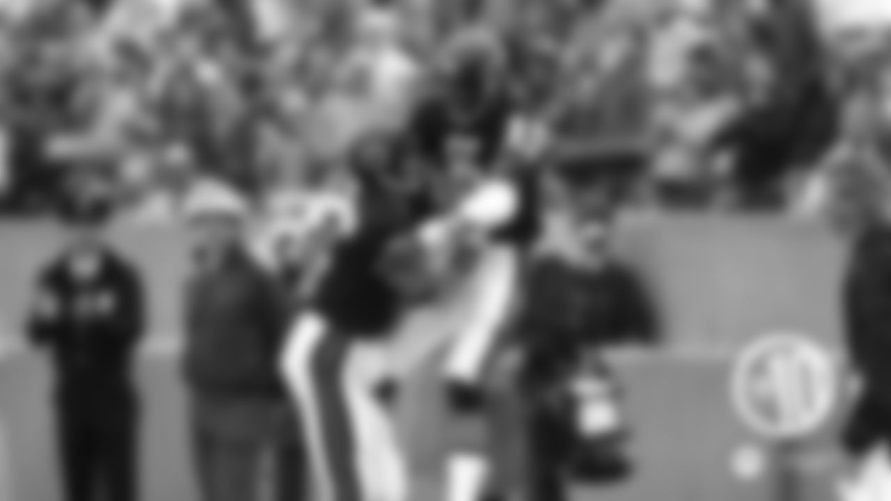 (10) Dennis McKinnon, receiver January 5, 1986  The scrappy receiver caught touchdown passes of 23 and 20 yards from Jim McMahon, both in the third quarter, to lead the eventual Super Bowl XX champion Bears to a 21-0 win over the Giants in a 1985 divisional playoff game at Soldier Field.