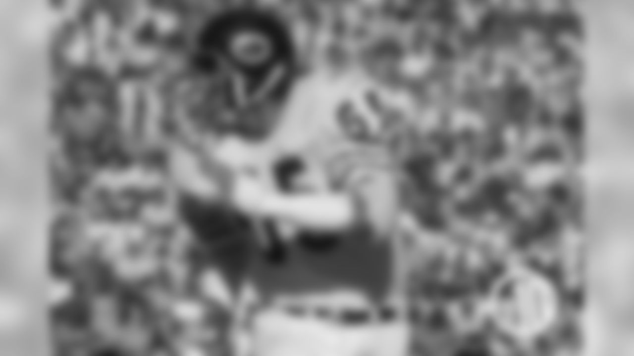 Doug Buffone Often overshadowed by teammate Dick Butkus, Buffone was a key contributor and longtime team leader while playing 14 seasons with the Bears from 1966-79.