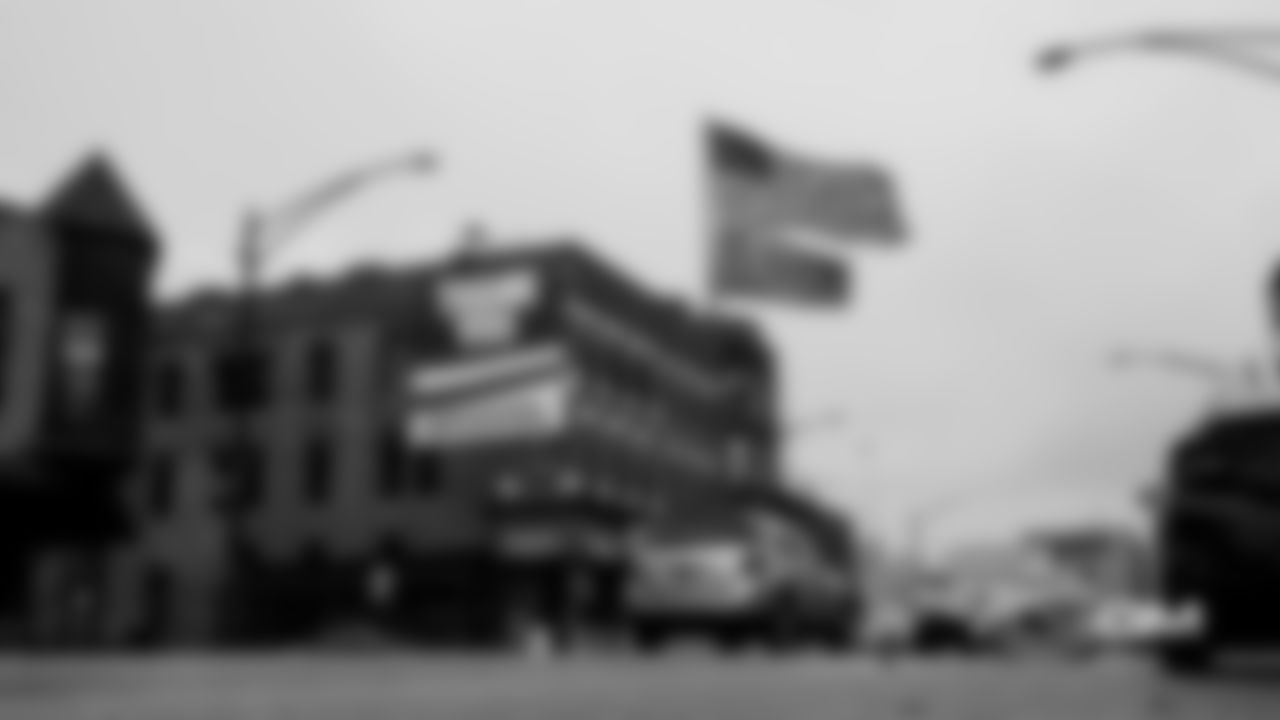 bears_lights_and_flag_01