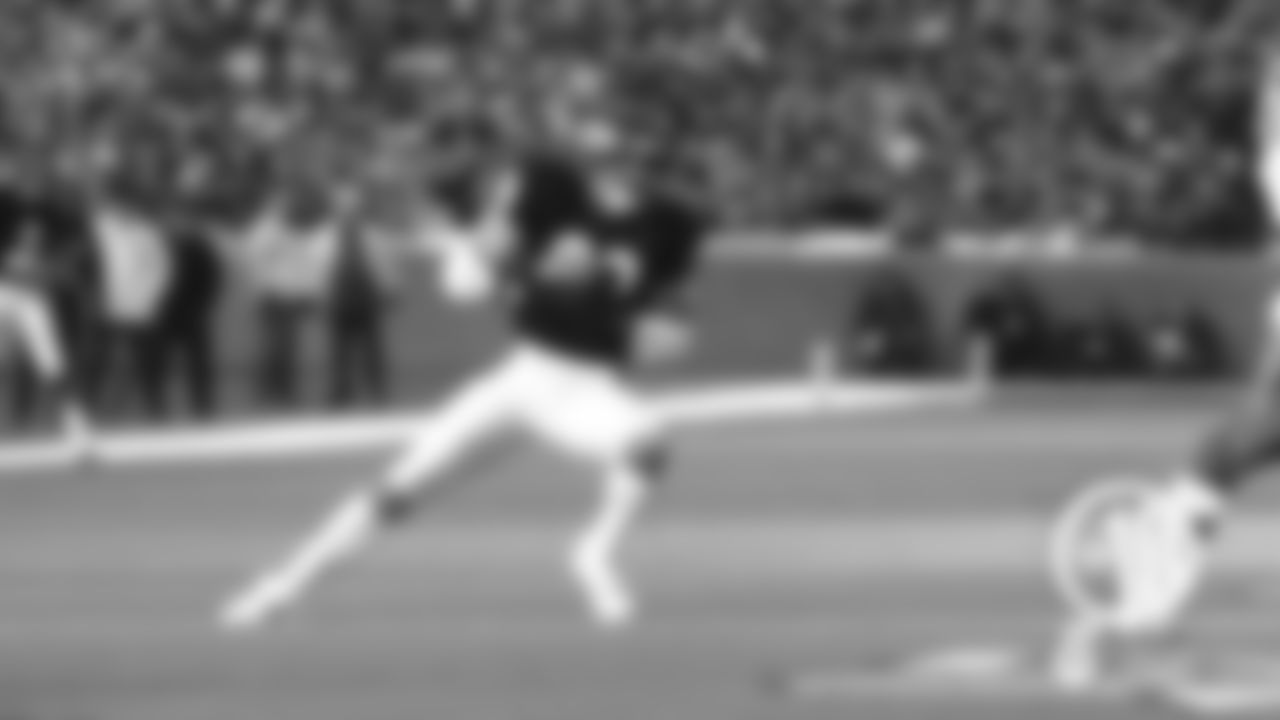 (T-10) Gault 99-yard kickoff return  The Bears trailed the Redskins 10-0 when Willie Gault returned a kickoff 99 yards for a TD Sept. 29, 1985 at Soldier Field, sparking a 31-point second quarter en route to a 45-10 win for the eventual Super Bowl champions. The 31 points remain the most the Bears have ever scored in any quarter.