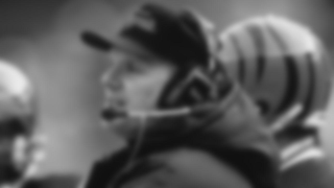 Cincinnati Bengals coach Sam Wyche watches play during an NFL football game in 1989. (Al Messerschmidt via AP)