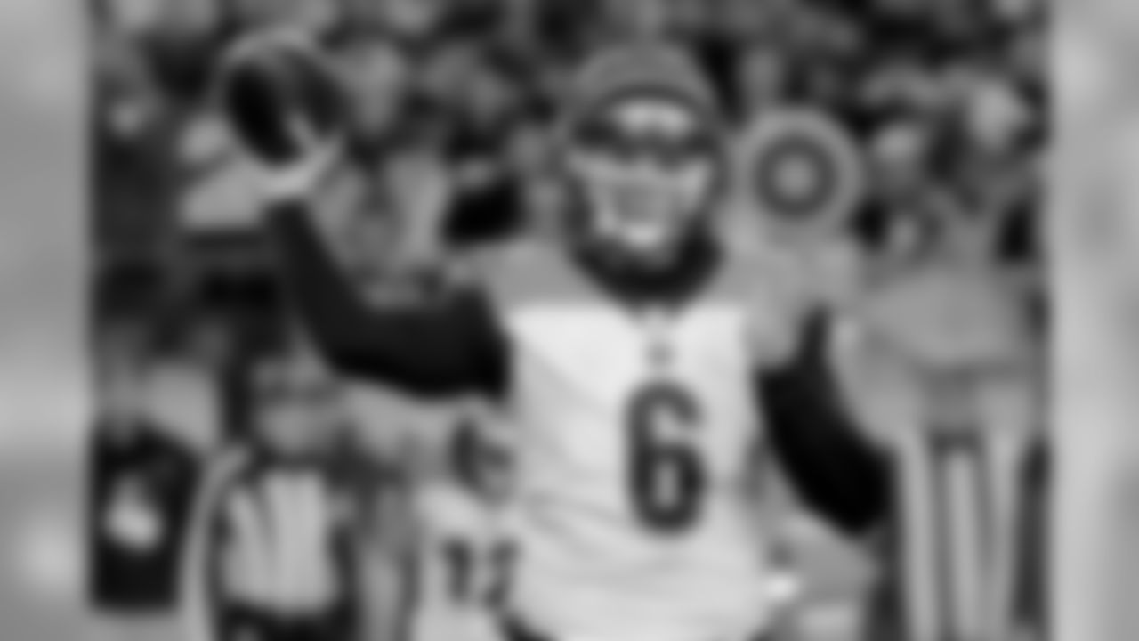 Cincinnati Bengals quarterback Jeff Driskel (6) passes against the Pittsburgh Steelers in the second quarter an NFL football game, Sunday, Dec. 30, 2018, in Pittsburgh. Driskel recovered the fumble. (AP Photo/Gene J. Puskar)