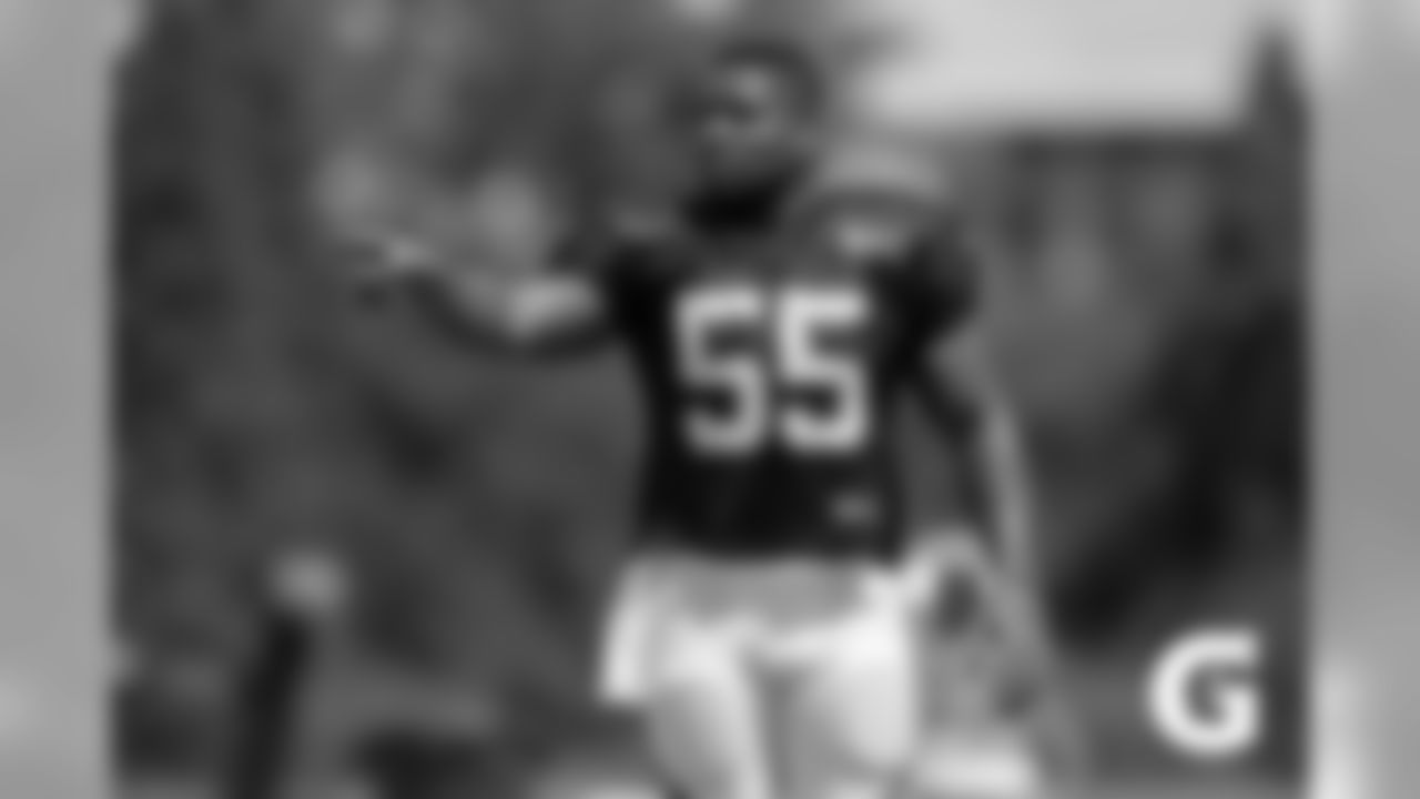 GATORADE-180806-Training_Camp-Burfict_Sideline