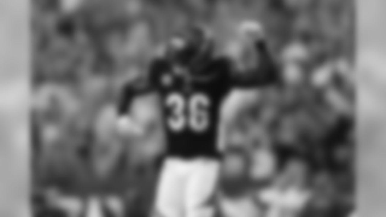 Cincinnati Bengals defensive back Shawn Williams (36) celebrates during a week 2 NFL football against the Baltimore Ravens on Thursday, Sept. 13, 2018 in Cincinnati. Cincinnati won 34-23. (Aaron M. Sprecher via AP)