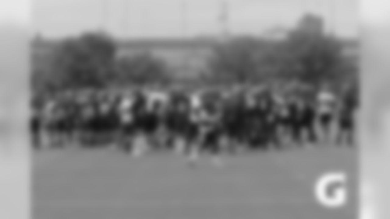 GATORADE-189726-TC_Practice_1-Huddle-2