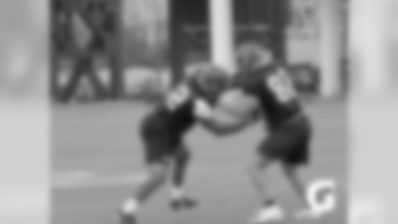 GATORADE-180811-Training_Camp-Carter_Franks_TE_Blocking