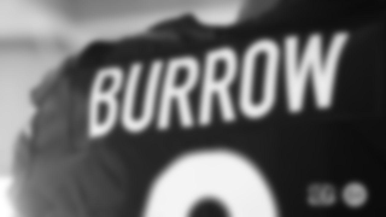 Back nameplate, Joe Burrow black jersey