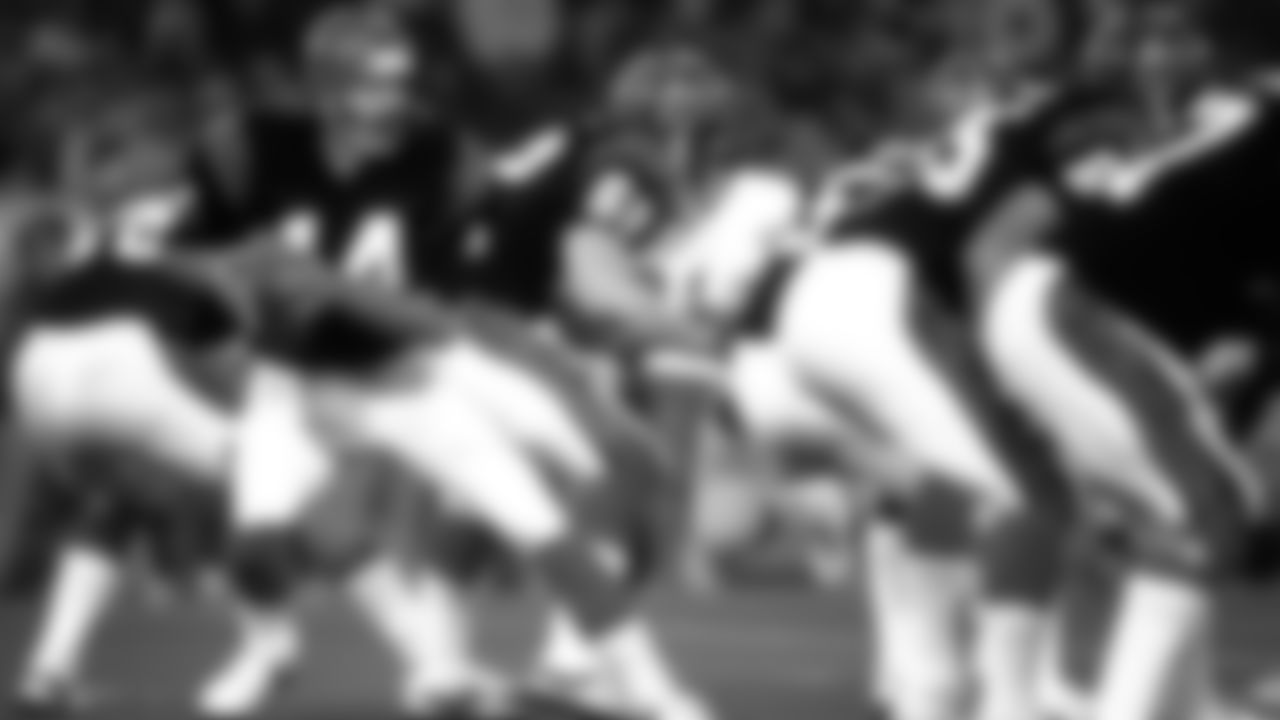 Cincinatti Bengals quarterback Ken Anderson (14) fades to pass during Super Bowl XVI in Pontiac on January 24, 1982. San Francisco won, 26-21. (AP Photo / Al Messerschmidt)