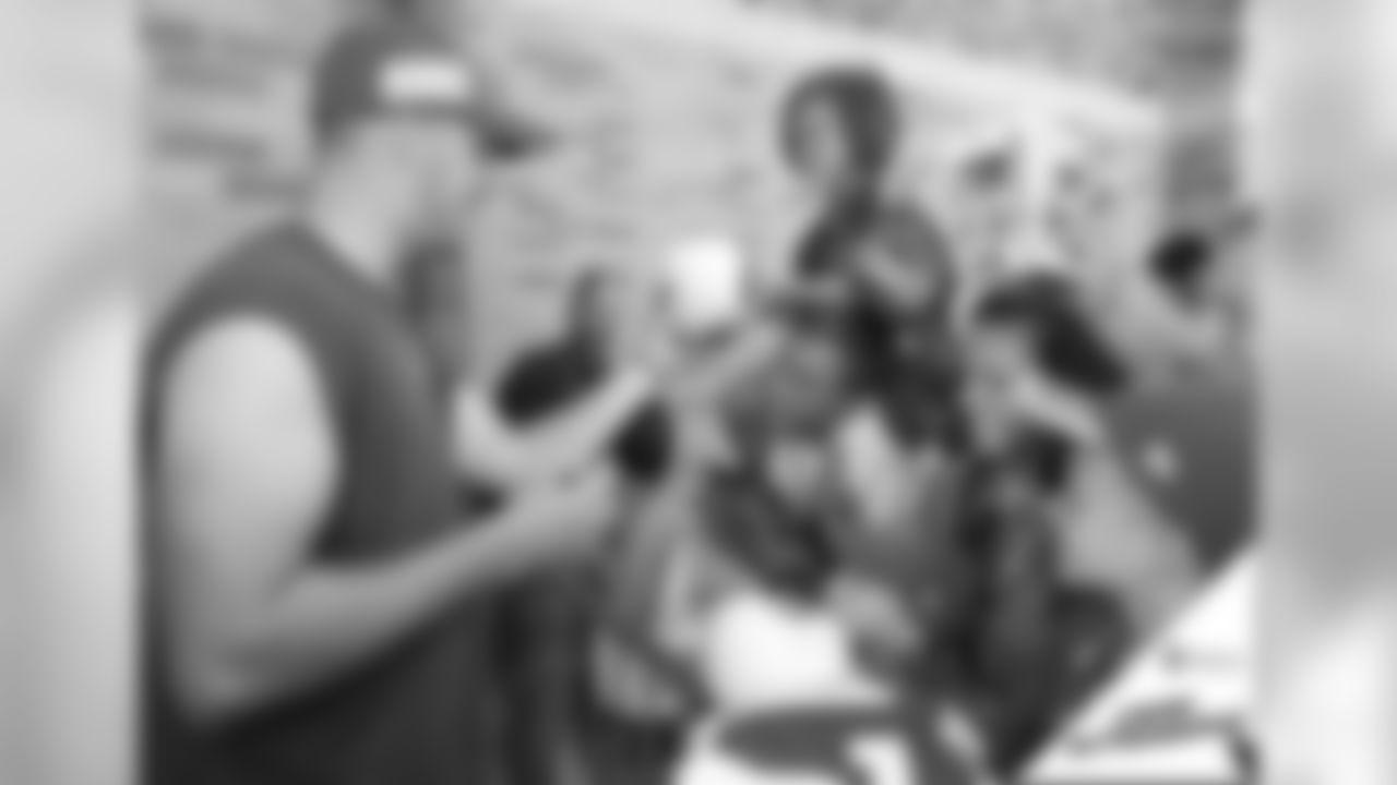 072719-camp-autographs