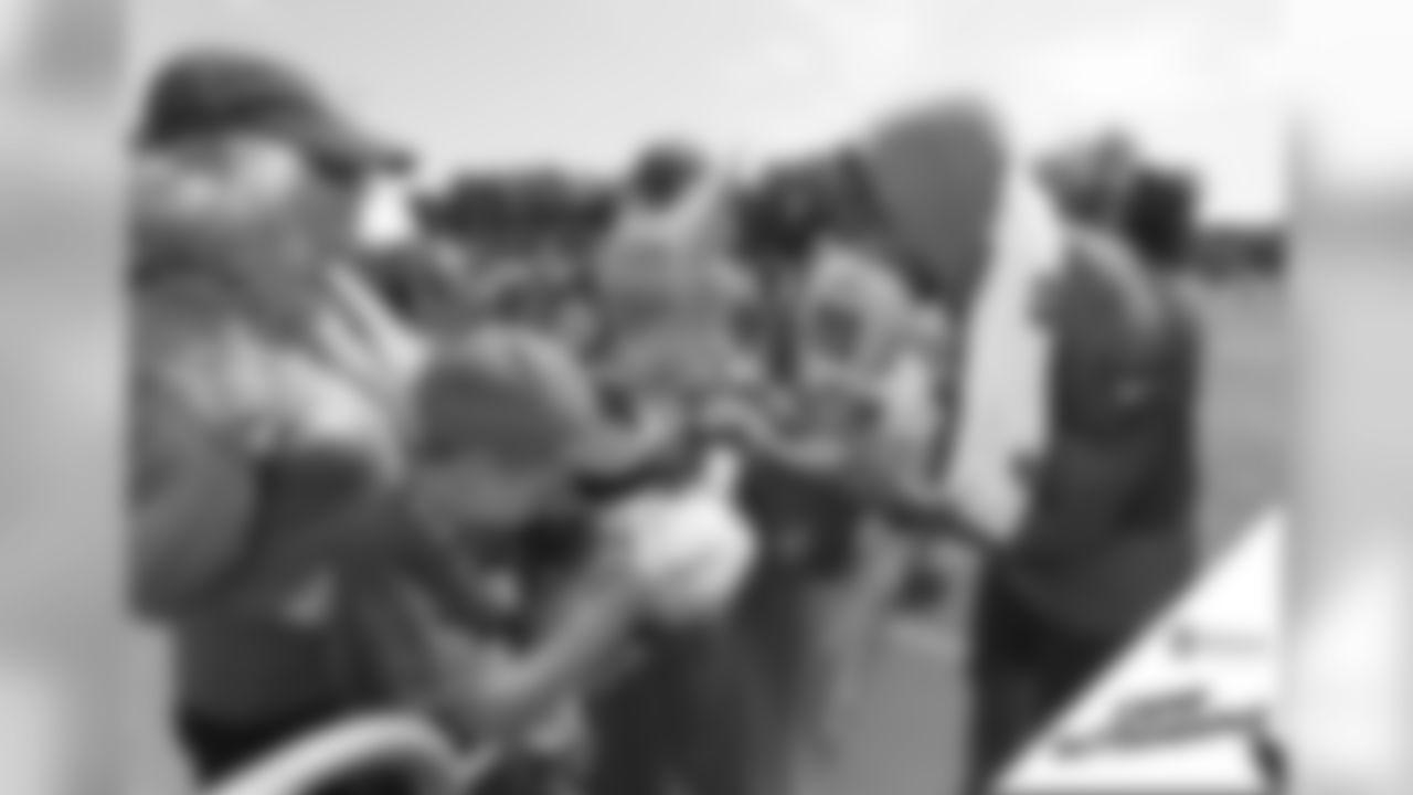 080419-micah-hyde-camp-autographs