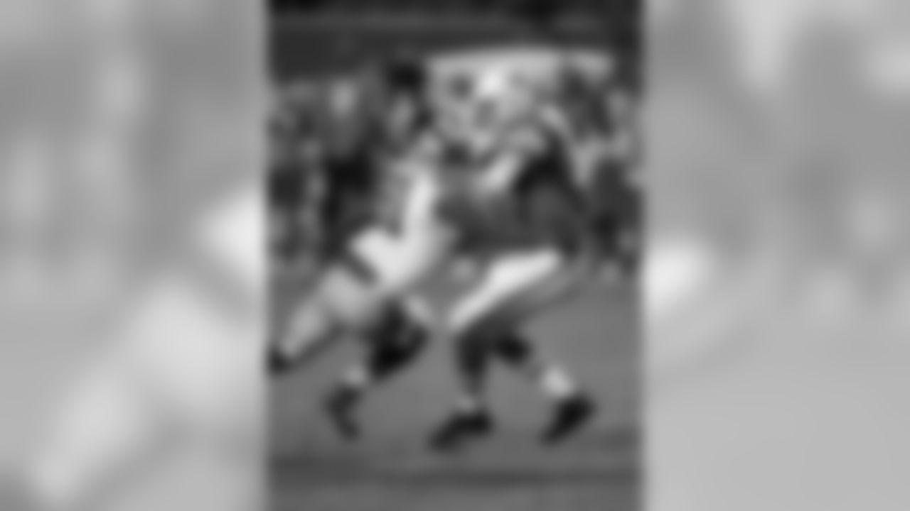 2015 stats: 41 total tackles (31 solo), 9.5 sacks, 4 passes defensed, 2 forced fumblesCareer stats: 205 total tackles (151 solo), 26.5 sacks, 13 passes defensed, 6 forced fumbles, 7 NFL seasons