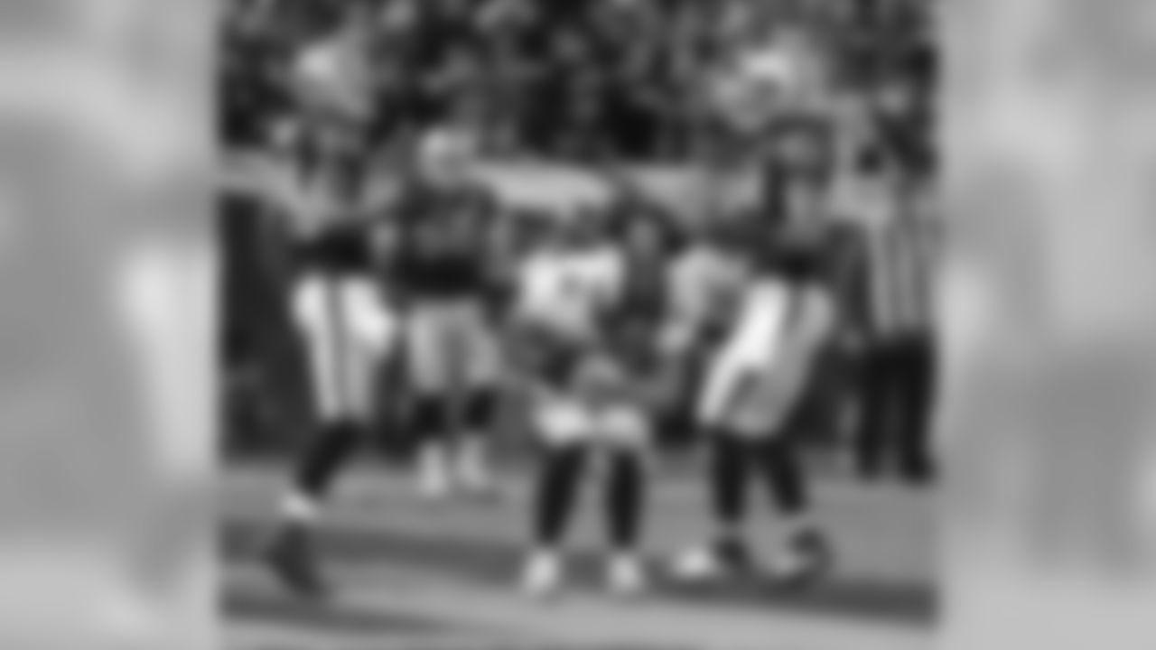 TE Joel Dreessen secures a first-half touchdown reception.