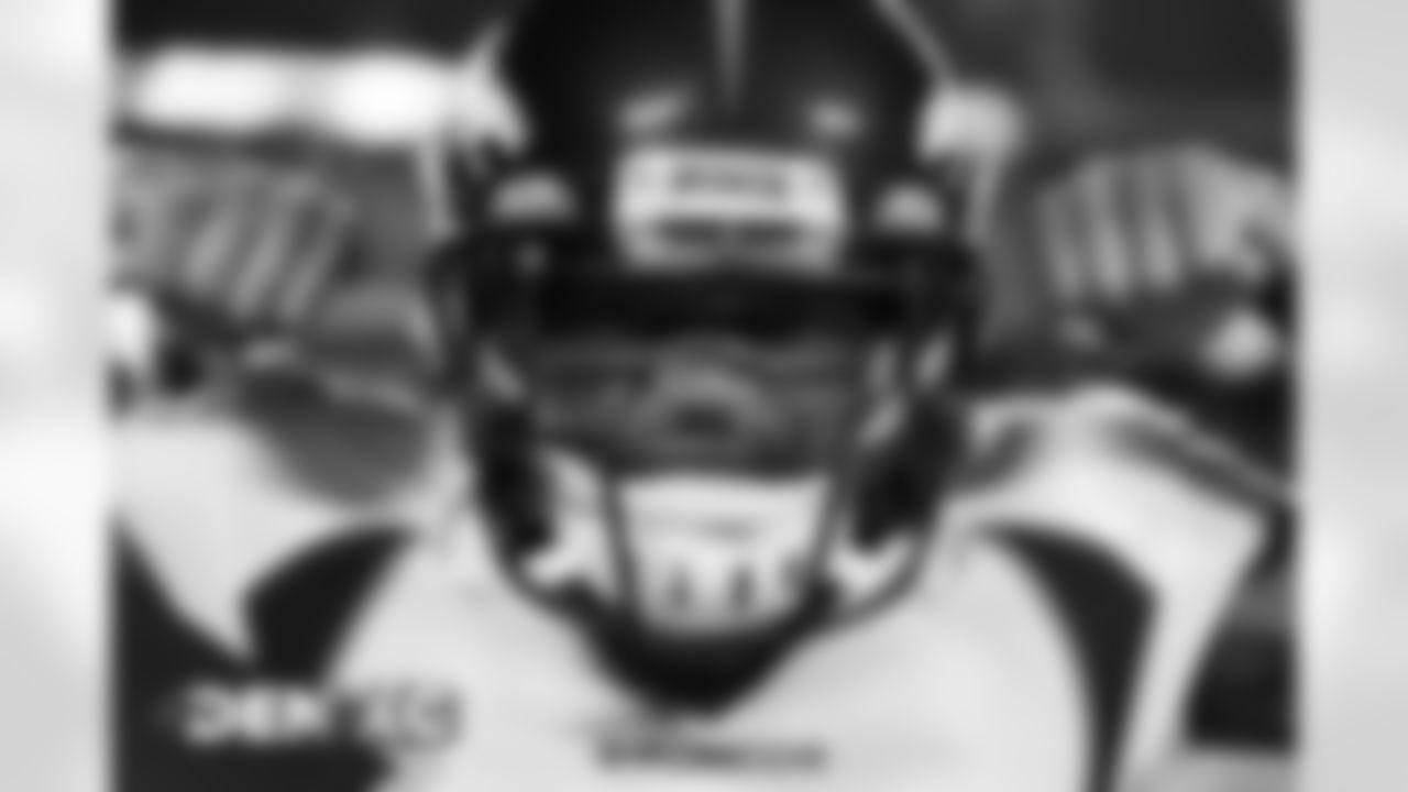 Kareem Jackson before the Broncos' Week 13 game against the Kansas City Chiefs at Arrowhead Stadium in Kansas City, Missouri. (Photo by Gabriel Christus)
