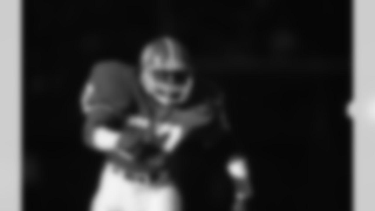 Denver Broncos linebacker Tom Jackson (57) runs in pursuit during an NFL game against the Kansas City Chiefs in Denver, Nov. 16, 1986. The Broncos defeated the Chiefs 38-17. (AP Photo/Eric Lars Bakke)
