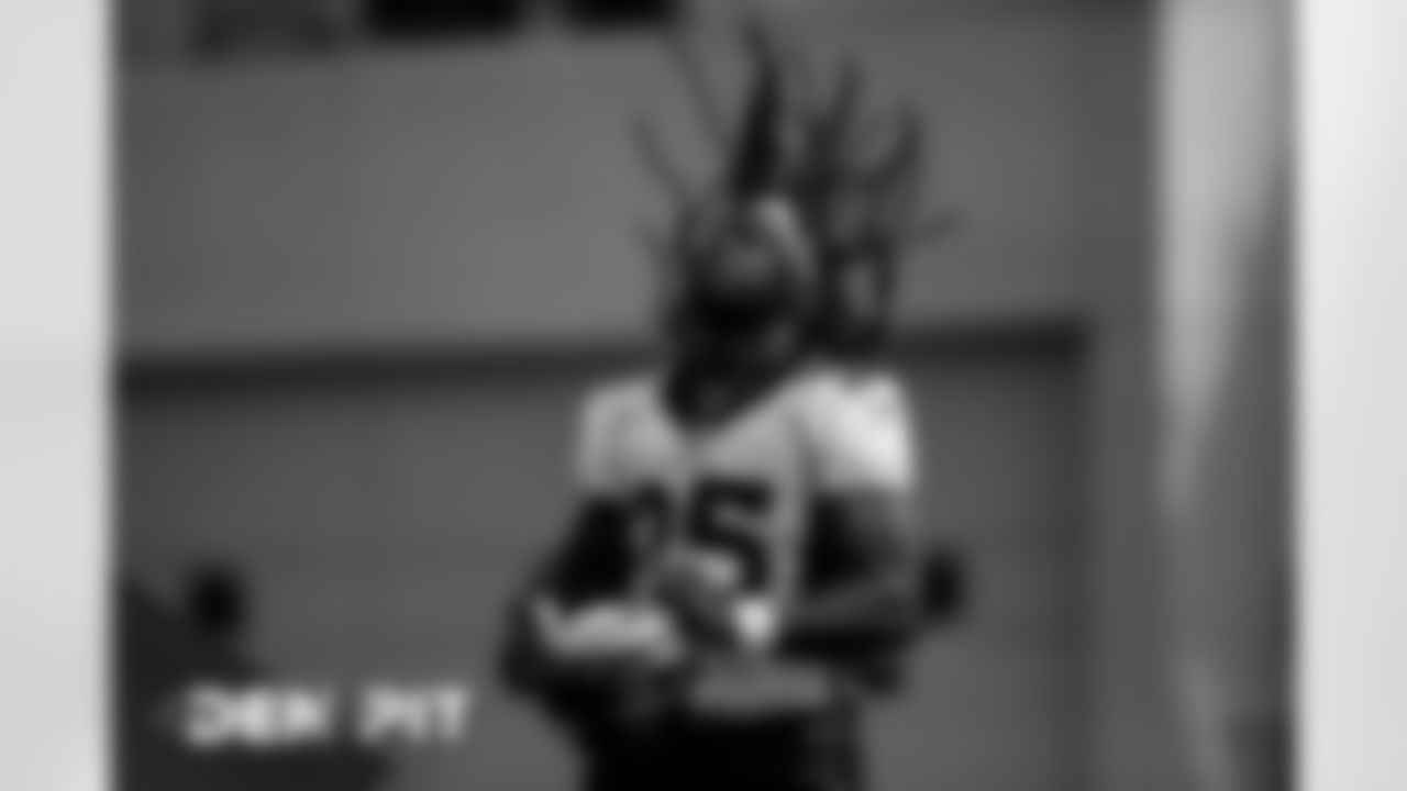 Melvin Gordon III flips his hair back during practice at UCHealth Training Center on September 18, 2020. (Photo by Ben Swanson)