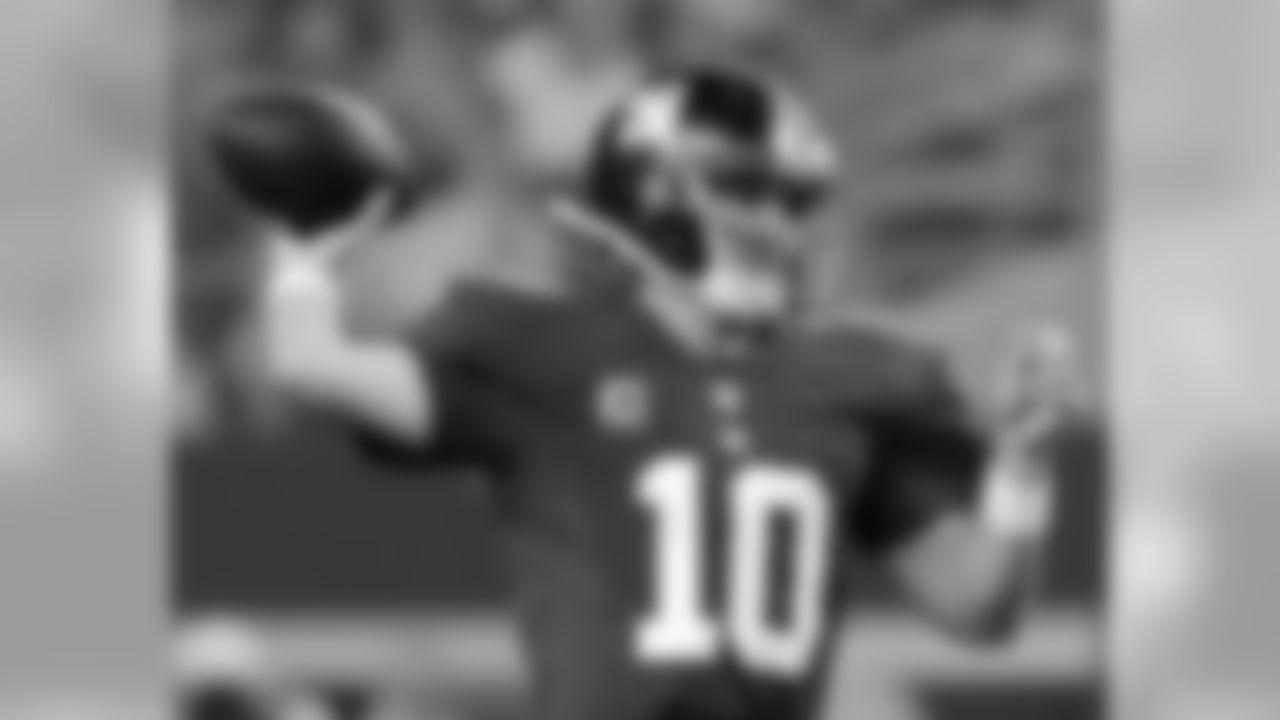QB 10 Eli Manning