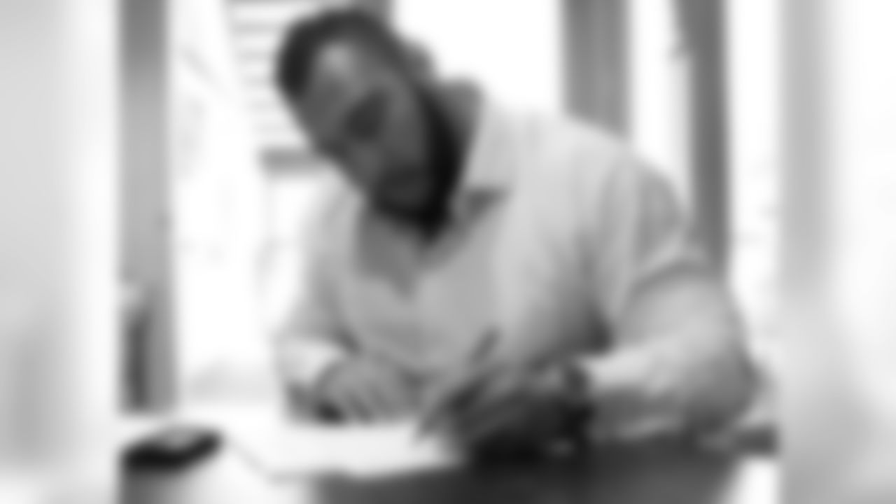 G Louis Vasquez signs his contract.