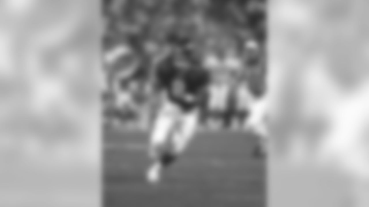 Former Broncos QB Jeff Lewis passed away on Saturday.