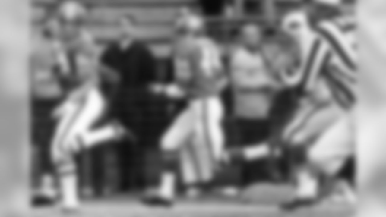 Halfback Floyd Little runs downfield behind lead blocker Mike Haffner on a 66-yard touchdown run during a November 24, 1968 win (34-32) over the Buffalo Bills at Bears Stadium.