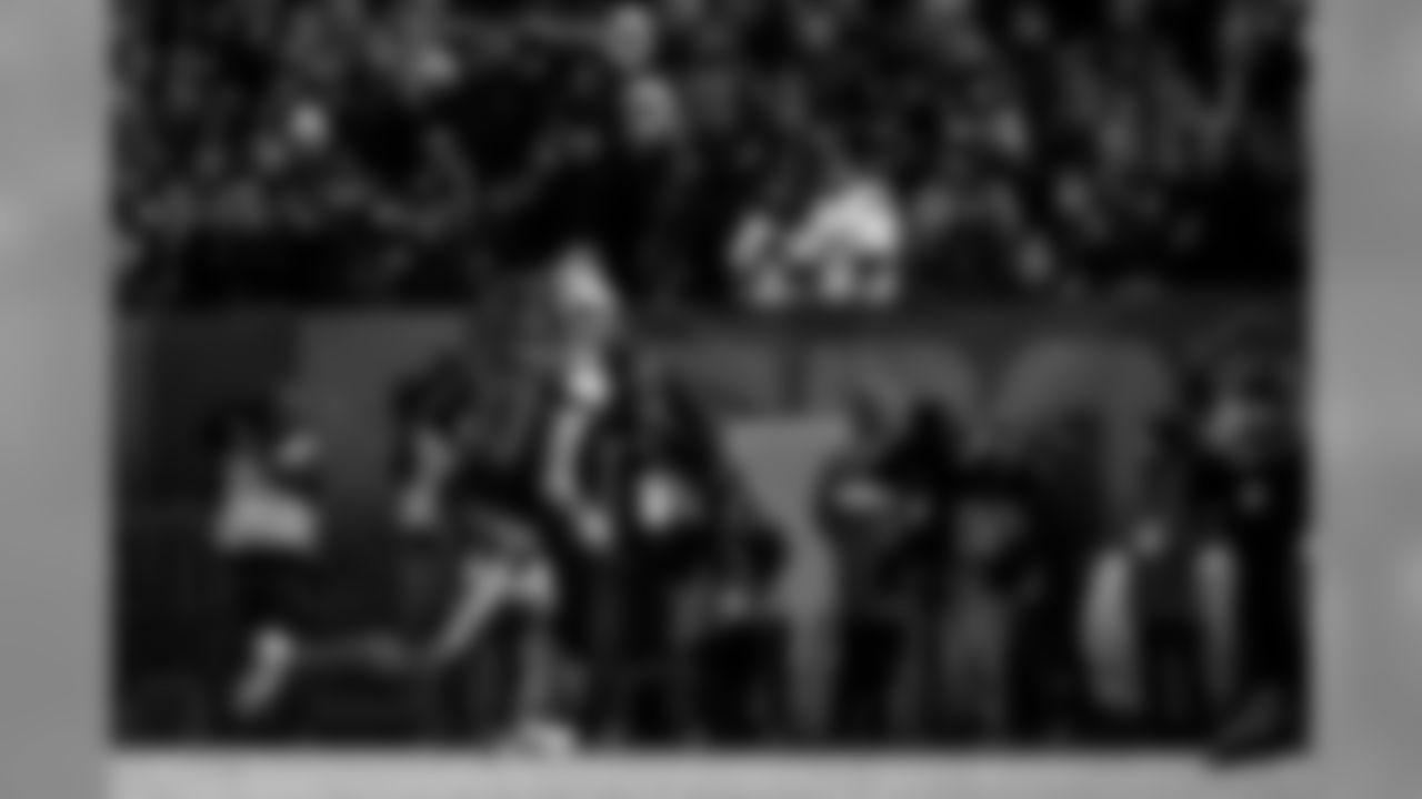 Wide receiver Jarvis Landry (80)