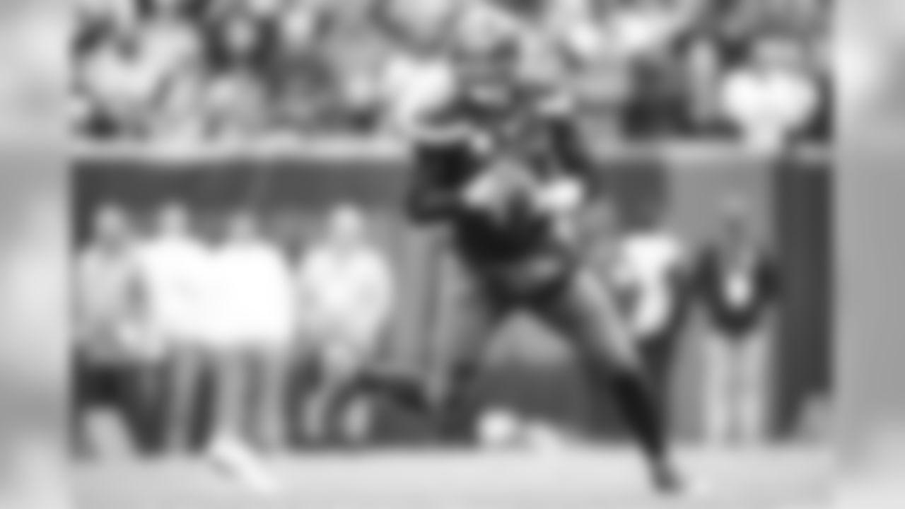 Quarterback Baker Mayfield (6)