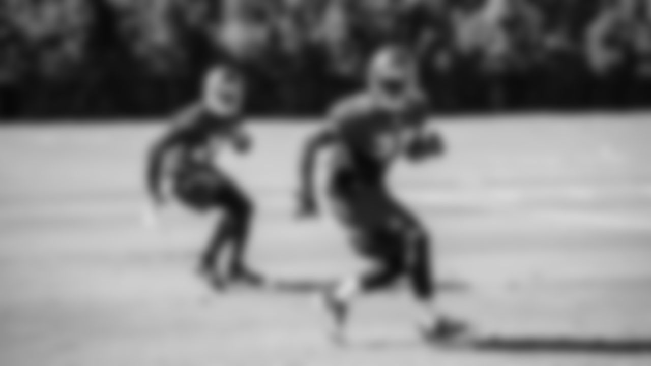 28 CB Vernon Hargreaves and #30 S Bradley McDougald
