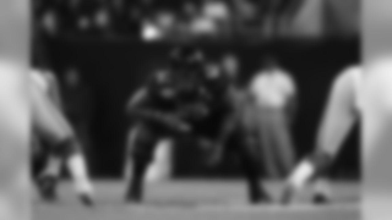 Broncos - OT Le'Raven Clark