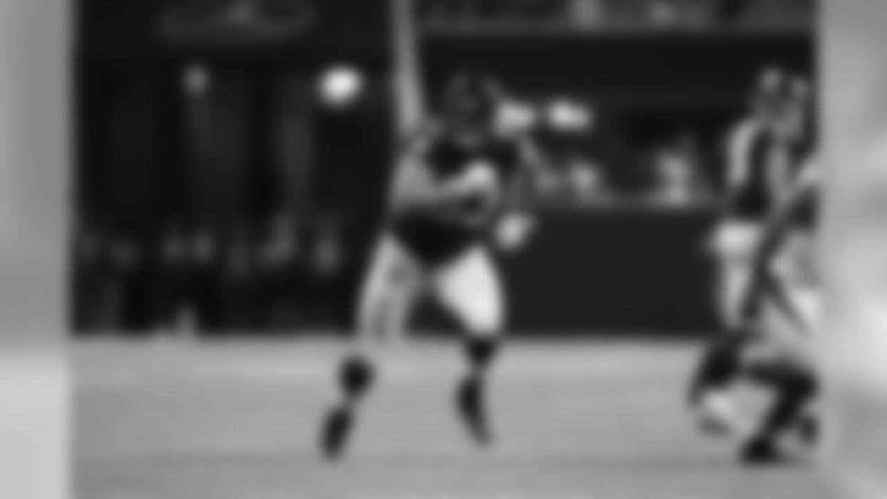 Atlanta Falcons offensive guard Chris Lindstrom (63)