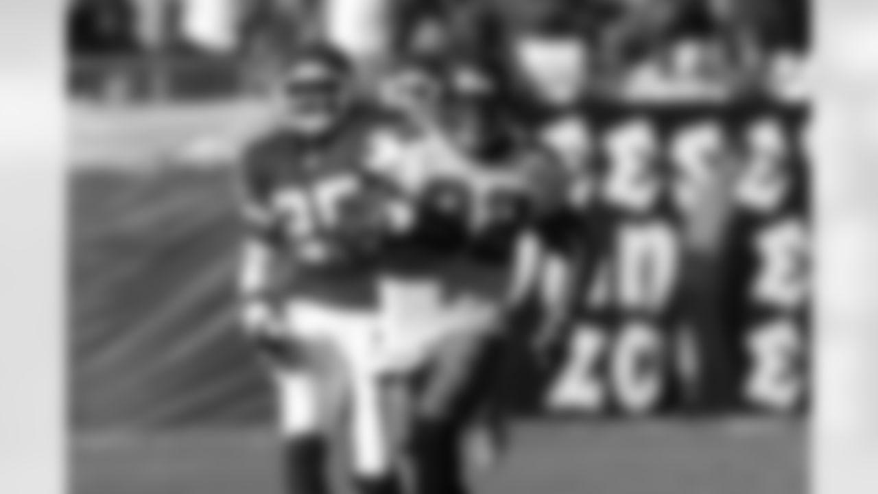 TAMPA, FL - NOVEMBER 7: Running back Michael Pittman #32 of the Tampa Bay Buccaneers runs the ball against the Kansas City Chiefs  at Raymond James Stadium on November 7, 2004 in Tampa, Florida. The Buccaneers won 19-7. (photo by Carlton Ward/Tampa Bay Buccaneers)