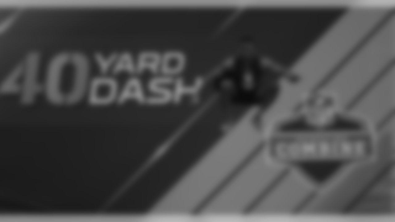 Washington defensive back Budda Baker prepares to run the 40-yard dash at the NFL football scouting combine Monday, March 6, 2017, in Indianapolis. (AP Photo/David J. Phillip)